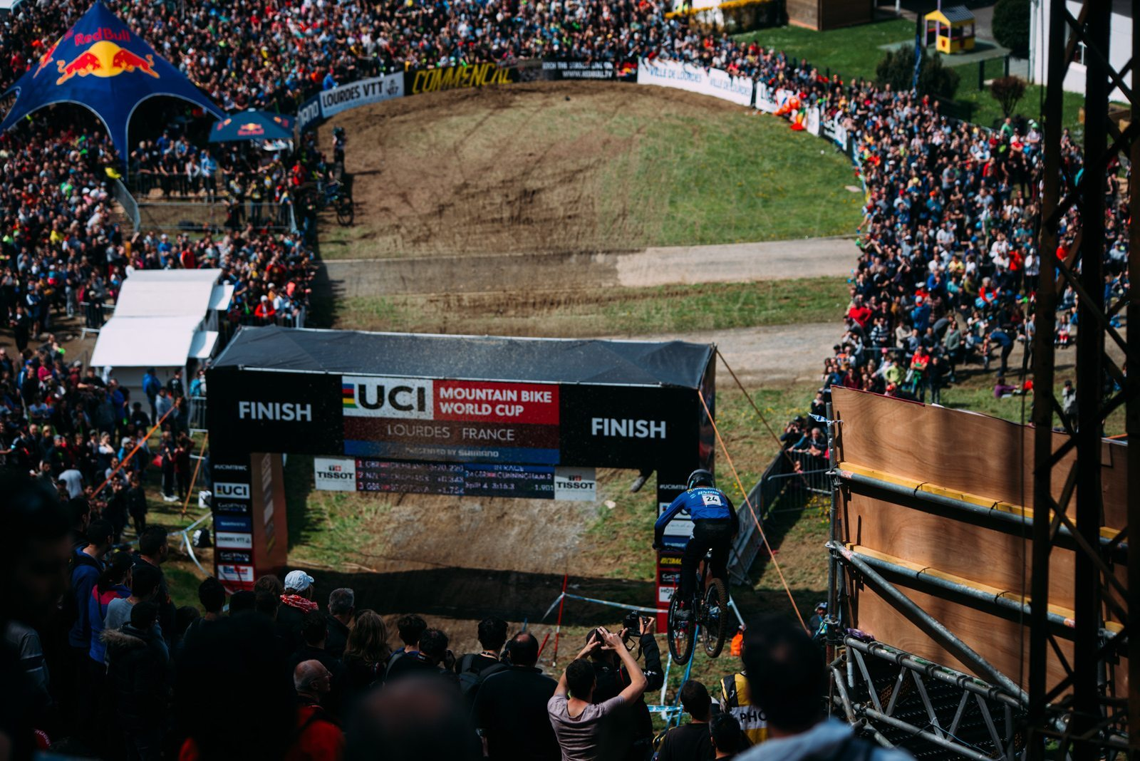 Entry to the finish arena; photo by Klemen Humar